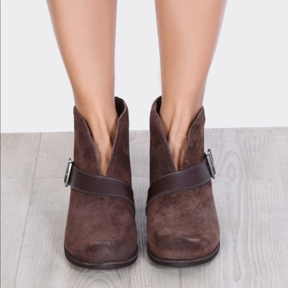 b940a6b0113 NWOT Ugg // Wright Belted Brown Suede Boots